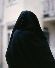 Muslim_Woman_in_black